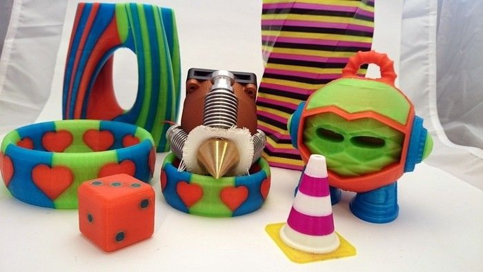 Muilti coloured 3D printed objects